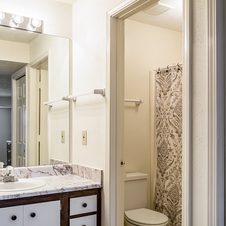 Master bath in 3 bedroom